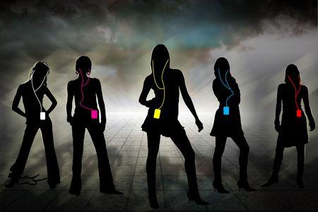 vijf individuele silhouetten van vrouwen in de bewolkte horizon