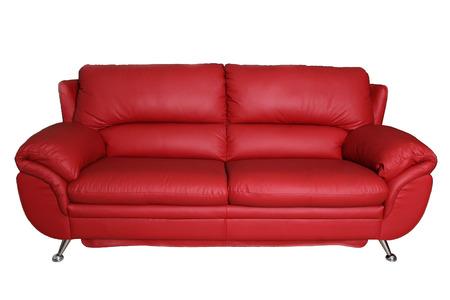 mobiliario de oficina: Sofá rojo aislado en el fondo blanco