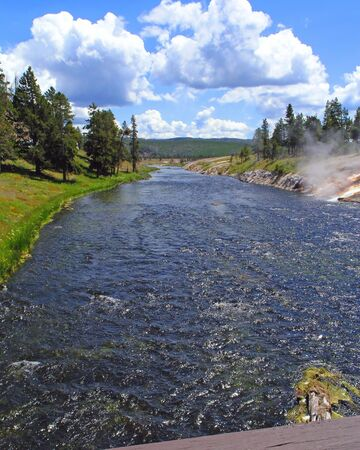 yellowstone: Yellowstone River Scene