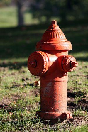 Fel oranje brandweerslang terug Stockfoto