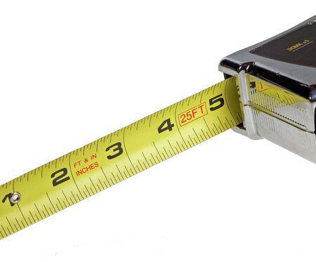 白で分離されたテープ メジャー