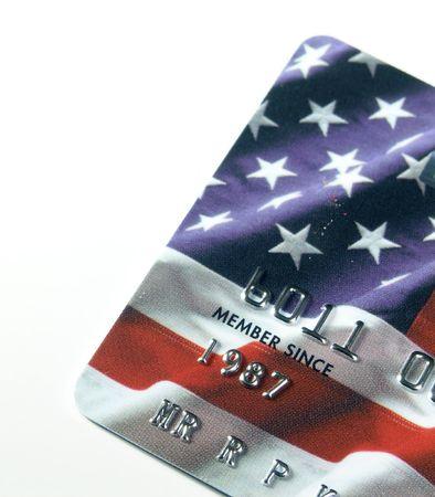 ホワイト上の米国旗の背景を持つクレジット カードのクローズ アップ