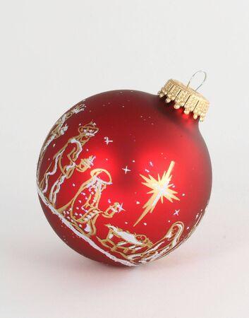 単一の赤い飾りキリスト降誕のシーンを描いた