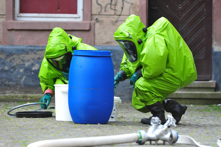 radiation protection suit: Chemical experts examine school