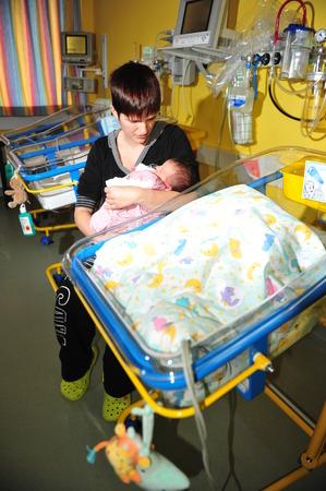 Worms, Duitsland - 9 juni 2013 - Kliniek van Worms is een specialist voor premature baby's
