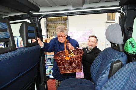 Worms, Duitsland - 23 december 2012: Stad van Worms sponsort pendeldienst naar oudere mensen winkelen te helpen Redactioneel