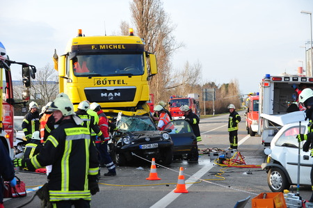 working accident: Worms, Germany - March 22, 2010 - Heavy car crash on highway A 61 near Worms