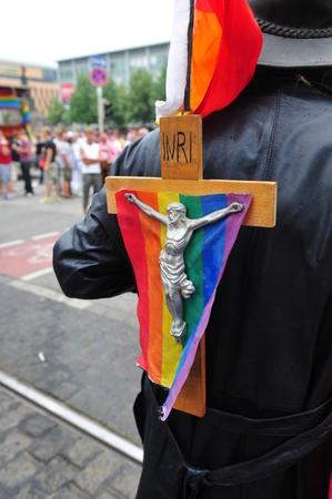 bandera gay: Mannheim, Alemania - 08 de agosto 2009 - desfile gay en la ciudad de Mannheim, Alemania Editorial