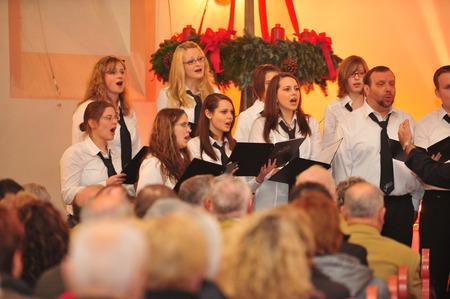フランクフルト、ドイツ - 2010 年 12 月 12 日 - クリスマスの間にドイツの伝統として教会クリスマス コンサート