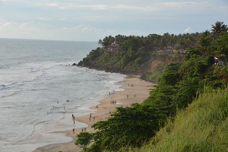hindus: Varkala, India - November 2, 2015 - Pilgrims on Varkala beach, a holy place for hindus Editorial