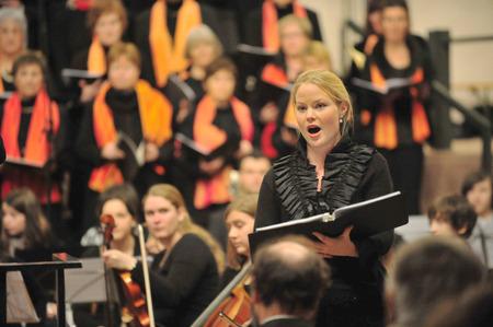 Frankfurt, Alemania - 19 diciembre 2010 - Concierto de música clásica con la cantante femenina