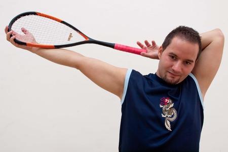 racquetball: Un jugador de squash es el estiramiento antes del partido