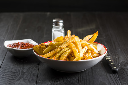 homemade french fries - a simple meal Reklamní fotografie - 85340923