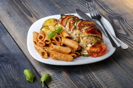 POITRINE DE POULET FARCIE mozzarella, courgettes et tomates