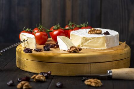camembert cheese with nuts, cranberries and cherry tomatoes Reklamní fotografie