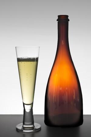 Weinflasche und Glas Standard-Bild - 11750031