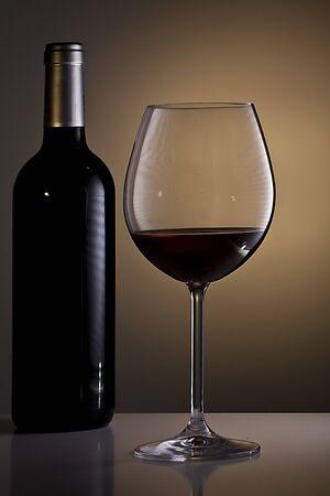 Weinflasche und Glas Standard-Bild - 11750111
