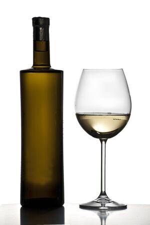 Weinflasche und Glas Standard-Bild - 11750194