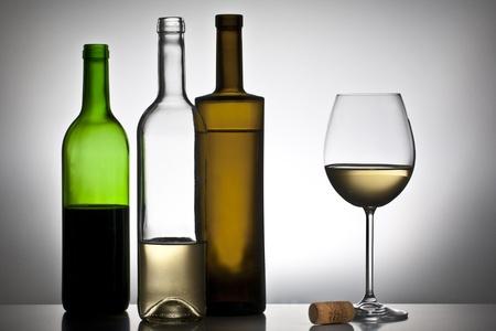 Weinflasche und Glas Standard-Bild - 11750334
