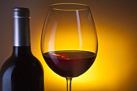 Weinflasche und Glas Standard-Bild - 11750385