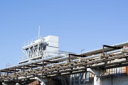attrezzature e gasdotti compressori industriali in fabbrica