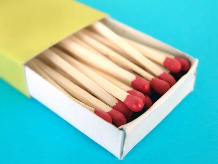 Green box of wooden match sticks on blue background Stock fotó - 2487024