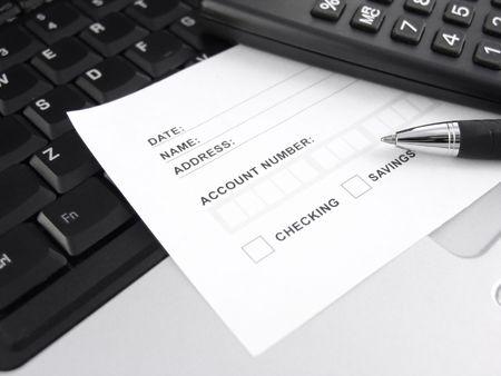 bank slip on keyboard with pen and calculator 版權商用圖片