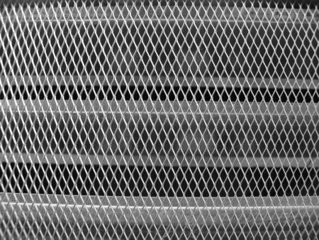zilver metaal scherm uit ventilatieschacht op de romp van het