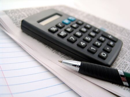 calculator with newspaper and pen over lined paper 版權商用圖片 - 5258626
