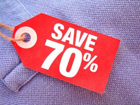 seventy: rosso prezzo tag con il settanta per cento di salvataggio