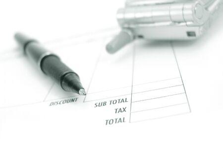 Factuur, pen en telefoon Stockfoto - 9938678