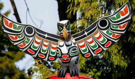 First Nations totem poles representing craftsmanship and unique culture of indigenous people. Imagens