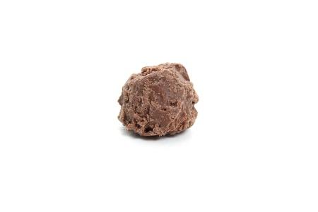 Single chocolate truffle on a white background 版權商用圖片 - 13138653
