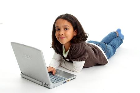 Fille, mélangé, course sur le plancher avec un ordinateur Banque d'images - 13139168