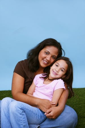 Mother and daughter together in the grass Imagens