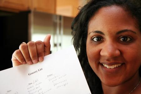 middle class: Mujer en su cocina