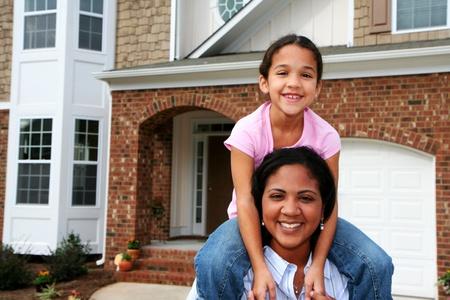 mixed race: Una madre y su hija de raza mixta