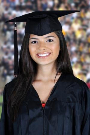 birrete de graduacion: Graduación de una adolescente en el fondo blanco Foto de archivo
