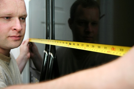 Man measuring in the kitchen