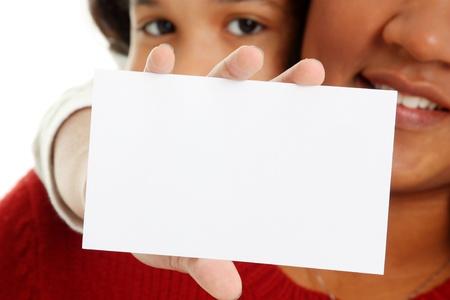 ni�os sosteniendo un cartel: Minority mujer y su hija en el fondo blanco