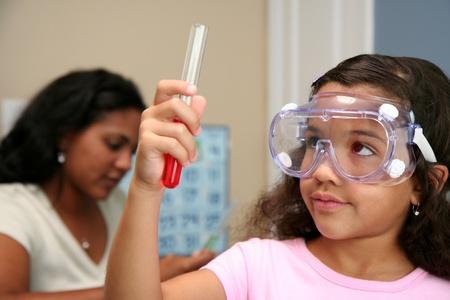 Kind an einer Grundschule Standard-Bild