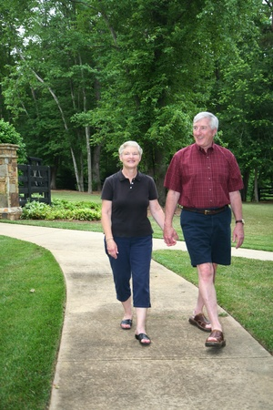elderly couples: Senior couple enjoying the outdoors