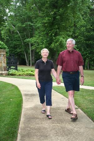 Senior paar genieten van het buitenleven Stockfoto