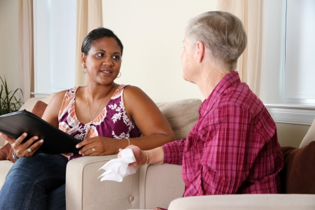 Une personne passant par leur séance de conseil