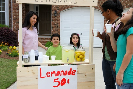 Children selling lemonade in front of their home Stock Photo - 13398863