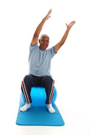 Hispanico hombre mayor que trabaja en un fondo blanco Foto de archivo - 13413062