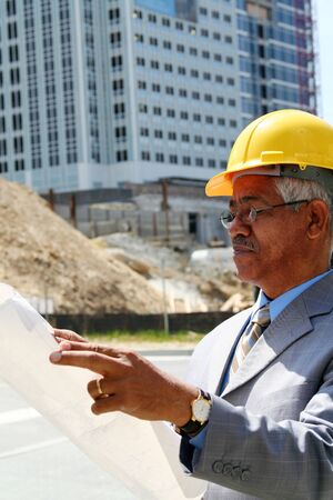 Construction worker ready to work on a building project Imagens