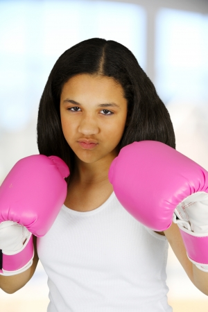 Teen girl with pink boxing gloves on 版權商用圖片 - 13760388