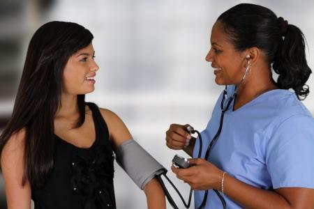 환자: 병원에서 환자와 간호사 스톡 사진