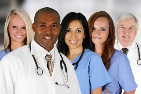 personal medico: Grupo de m�dicos y enfermeras ambientada en un hospital Foto de archivo